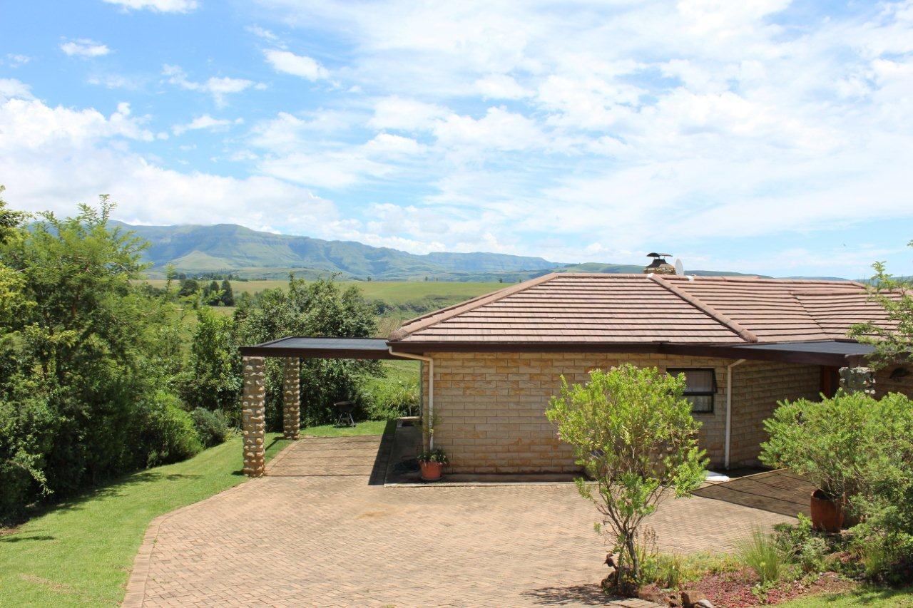 Back of unit with view of mountains - Inkungu Estate Cottage 13 (Guineafowl Rest)