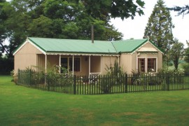 Exterior of Ferndale Cottage accommodation at The Ponds