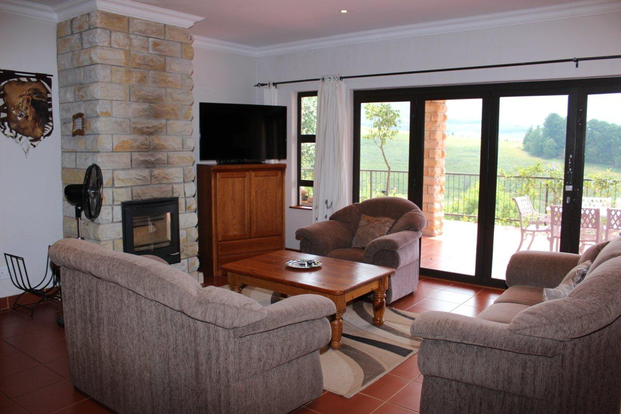 Lounge area with TV & Full DSTV - Inkungu Estate Cottage 13 (Guineafowl Rest)