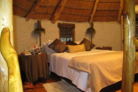 One of the bed and breakfast bedrooms at Bingelela Lodge